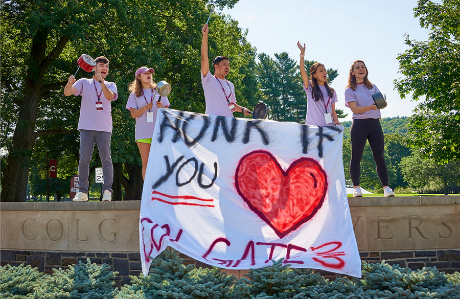 Colgate students welcome new students to campus